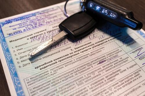 Необходимость прохождения водительской комиссии — чем обусловлено наличие справки?